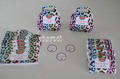 flavoli Papelaria Personalizada: Papelaria de festa - Estampa oncinha colorida Lunch Box, Personalized Stationery, Colorful, Fiestas, Block Prints, Craft, Bento Box