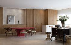 Decoração de: Sala de estar; painel de madeira ripada; Casa de Valentina