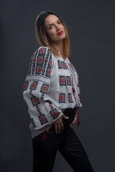 IA the Romanian Blouse. Here you can buy Romanian peasant blouses ie and folk costumes traditional clothes. Worldwide shipping for embroidered Romanian blouse Bohemian Fashion, Ethnic Fashion, Bohemian Style, Boho, Peasant Blouse, Blouse Dress, Folk Costume, Costumes, Blouse Online