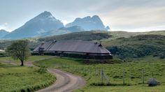 Skali (casa longa) viquinga reconstruída  Vikings, Norway    nas Lofoten, Noruega