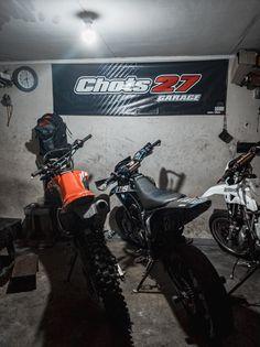 Dirt Bike Videos, Driving Pictures, Vespa Sprint, Dirt Bike Gear, Motorcycle Photography, Motocross Bikes, Speed Bike, Stunts, Weekend Is Over