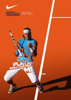 網球場的路上。to the tennis court: 球星們的海報