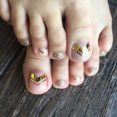 Gold Toe Nail Design for Spring and Summer