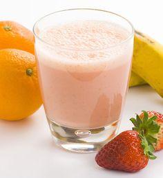 Smoothie μπανάνα–πορτοκάλι–φράουλα
