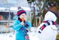 Wintergemüse – gesunde Ernährung im Winter - meinefamilie.at  Unter Wintergemüse werden Gemüsesorten bezeichnet, die vorwiegend im Winter geerntet werden und die zum Teil durch ihre Lagerfähigkeit den ganzen Winter über verzehrt werden können. Sie stellen eine wunderbare Alternative dar, die Familie auch im Winter regional und gesund zu versorgen.  #ernährung #familie #winter #kaltejahreszeit #gesund #gesundeernährung #vitamine #meinefamilie_at Regional, Winter Hats, Fashion, Complete Nutrition, Healthy Food, Health, Moda, Fashion Styles, Fashion Illustrations