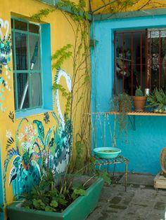 Keltainen talo rannalla: Rentoja koteja