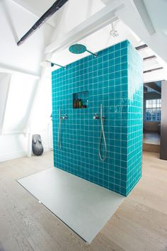 Take a relaxing shower with the #COCOON 'Rain25' modern rainshower of Inox Stainless Steel by Dutch designer brand #COCOON available on byCOCOON.com   Bathroom design & bathroom renovation for businesses, hotels and private clients byCOCOON.com   Badkamer ontwerp & verbouwing byCOCOON.nl