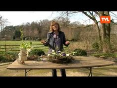 DIY: Frühlings deko: Kranz binden mit Zweige schnell & einfach I krans maken I making a twig wreath - YouTube Garden Care, Acorn Crafts, Twig Wreath, Modern Christmas, Craft Tutorials, Easter Crafts, Flower Arrangements, Christmas Wreaths, Floral Design
