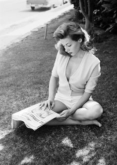Bold Tales - Vintage Icon: Lauren Bacall 'a quiete pause' Lauren Bacall, Vintage Playmates, Playboy Playmates, Playboy Bunny, Classic Hollywood, Old Hollywood, Hollywood Glamour, Bogie And Bacall, Vintage Gentleman
