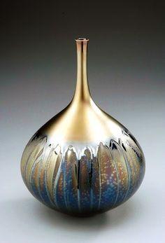 Discover thousands of images about Wohnzimmerdeko - Beautiful deco vases exhibit, Glass Ceramic, Ceramic Clay, Glass Vessel, Raku Pottery, Pottery Art, Cerámica Ideas, Sculptures Céramiques, Deco Originale, Keramik Vase