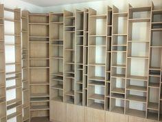 Een mooie moderne boeken kast. Het mooie boekenkast is helemaal naar ...