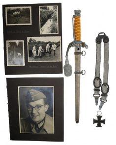 Heeres-Offiziersdolch mit Luxusgehänge, Portepee, Fotoalbum und Eisernes Kreuz