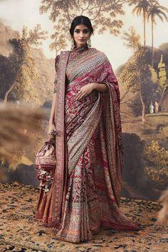 Indian Bridal Photos, Indian Bridal Outfits, Indian Bridal Fashion, Indian Bridal Wear, Indian Fashion Dresses, Indian Designer Outfits, Indian Wedding Sarees, Bridal Sari, Saree Fashion