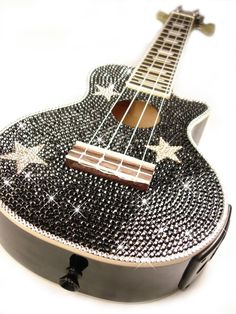 over the years, Swarovski Crystals have become the stones of choice to bling up every conceivable gadgets. here are seven Swarovski decorated items that we think will dazzle you as much. Guitar Art, Music Guitar, Cool Guitar, Ukulele Art, Glitter Make Up, Sparkles Glitter, Stoner Rock, Bling Bling, Heavy Metal