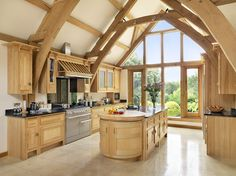 Arts & Crafts - Glorious Maple is a perfect complement to the soaring Oak Beams. Every details enhances the beauty of the room, the elegance of the cornice, curved doors and exclusive Mark Wilkinson latches