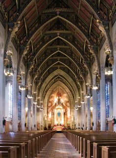 Visit a basilica this summer! Here's a slideshow of 10 beautiful minor basilicas from around the U.S. with tips & hints for planning YOUR visit!