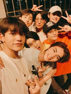 Read My Favorite Picture Per Member: WayV from the story 𝙽𝙲𝚃, 𝚂𝚝𝚛𝚊𝚢 𝙺𝚒𝚍𝚜, 𝚂𝚞𝚙𝚎𝚛𝙼, & 𝙰𝚝𝚎𝚎𝚣 𝚁𝚎𝚊𝚌𝚝𝚒𝚘𝚗𝚜 by blanktheflower (🖤𝓢𝓲𝓮. Lucas Nct, Winwin, Taeyong, Nct 127, Bts Selca, Nct Debut, Meme Photo, Johnny Seo, Museum
