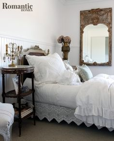 A romantic white bedroom with vintage furnishings Vintage Romantic Bedroom Inspiration: Sweet dreams are made of soft bed sheets, overstuffed pillows and piles of down-filled duvets. Shabby Chic Bedrooms, Bedroom Vintage, Shabby Chic Homes, Shabby Chic Decor, Vintage Bedroom Styles, Romantic Bedrooms, Romantic Homes, Small Bedrooms, Shabby Vintage
