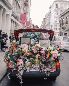 Soho New York City Intermix Flower Car. Soho New York City Intermix Flower Car. The post Soho New York City Intermix Flower Car. appeared first on Blumen ideen. Soho, Wedding Etiquette, Flower Car, My Flower, Flower Truck, New York City, No Rain, Flower Aesthetic, Gerbera