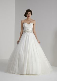 Phil Collins Bridal. Designed exclusively in the UK by leading designer Jennifer Anne Gibbs. 5316