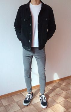 vans old skool skinny jeans jungen jungs outfit Vans Old Skool Outfit, Vans Outfit Men, Korean Fashion Men, Mens Fashion, Style Fashion, Mode Man, Herren Outfit, Stylish Mens Outfits, Stylish Clothes