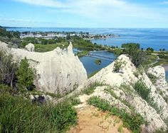 Discover one of the most beautiful parts of the Greater Toronto Area and find out about what to do and see at Scarborough Bluffs in Toronto. Scarborough Bluffs, Greater Toronto Area, Largest Countries, Great Lakes, Sims 3, Landscape Photos, Old Houses, Geo, Ontario