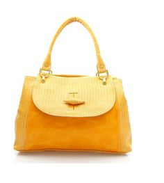 4354e1dffa94a Üzeri dikiş izleriyle desteklenen sarı renkli çanta bella mondini kalitesi  ile birlikte cantavcanta.com'da.