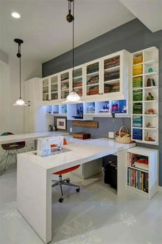 Craft Room Design Ideas (Creative Rooms) Spacious Sewing Room in Contemporary Design in Whit and Grey with Tall Ceilings.Spacious Sewing Room in Contemporary Design in Whit and Grey with Tall Ceilings. Sewing Room Design, Craft Room Design, Craft Space, Sewing Room Organization, Craft Room Storage, Studio Organization, Organization Ideas, Storage Ideas, Shelving Ideas