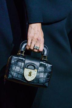 8a7cd9e89a 31 meilleures images du tableau Sacs haute couture | Couture bags ...