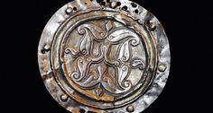 http://archivum.magyarhirlap.hu/kronika/honfoglalas-kori-hajfonatkorongot-talaltak-egy-internetes-aukcion