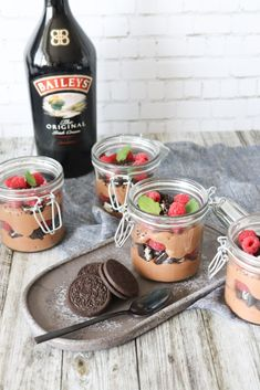 Baileys Chokolade Cheesecake Desserter I Glas Med Hindbær Og Oreo - Best Pins My Dessert, Dessert Drinks, Dessert Recipes, Bailey Dessert, Oreo Desserts, Fancy Desserts, Baileys Cheesecake, Honey Pie, Brunch
