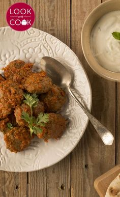 Muthi Kebab Recipe ( This step by step recipe with photos is for the kebab / kabab lovers with a smoky flavour and a thick gravy. Kebab Recipes, Spicy Recipes, Indian Food Recipes, Chicken Recipes, Ethnic Recipes, Middle East Food, Look And Cook, Algerian Recipes, Arabic Food