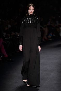 Valentino Fall 2015 Ready-to-Wear Collection  - TownandCountryMag.com