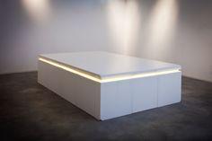 MONOLITHE TABLE par B29 // Éclairages par Alter&Coop