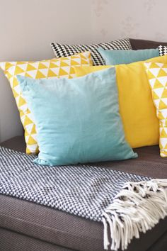 Cushions in yellow, mint and black&white