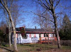 Cute 2 bedroom / 1 bath home with big laundry room, sun-room, and unfinished…