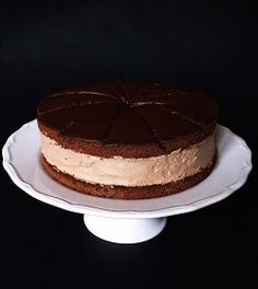 Rigó Jancsi is a traditional Hungarian and Viennese cube-shaped chocolate sponge cake and chocolate cream pastry. Sweet Recipes, Cake Recipes, Simnel Cake, Bean Cakes, Seed Cake, Chocolate Sponge Cake, Torte Cake, Hungarian Recipes, Hungarian Food