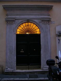 Old door, Rome | Flickr: Intercambio de fotos