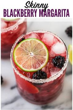 Skinny Blackberry Margarita Simple easy recipe with fresh lime juice tequila agave or simple syrup and frozen or fresh berries Better than Chili s or Chuys Ultra refreshing Recipe can make just one or a whole pitcher for a party via wellplated Low Calorie Tequila Drinks, Skinny Alcoholic Drinks, Easy Tequila Drinks, Drinks Made With Tequila, Fancy Drinks, Cocktail Syrups, Cocktail Recipes, Pitcher Margarita Recipe, Margarita Tequila