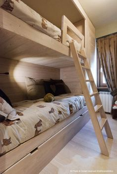 Bunk beds by Arte Rovere Antico || Photo by Duilio Beltramone for Sgsm.it ||