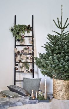 "This is how the ""Nordic Christmas"" look works: decorative ladders are in full . - This is how the ""Nordic Christmas"" look works: deco-ladders are in line with the trend – and are - Christmas Is Coming, Simple Christmas, Christmas Home, Christmas Trees, Modern Christmas, Christmas Christmas, Real Xmas Trees, Minimalist Christmas Tree, Apartment Christmas"
