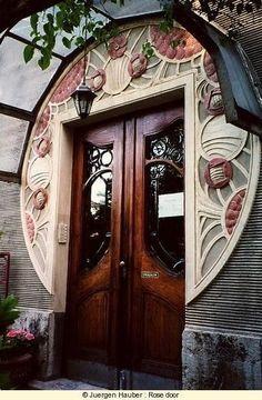 Porta rosa, em estilo Arte Deco. Fotografia: Jürgen Hauber.