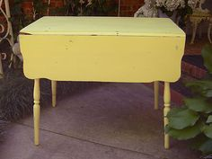 AWESOME SHABBY OLD DROPLEAF KITCHEN TABLE~CHIC DISTRESSED CHIPPED YELLOW PAINT