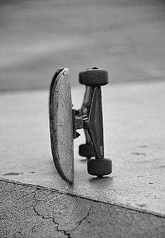 Photo of a skate Skate Photos, Skateboard Pictures, Skate Style, Skate Surf, Skateboard Design, Skateboard Decks, Skateboard Girl, Skater Girls, Longboarding