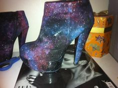 little-horrors:DIY Galaxy SHOES