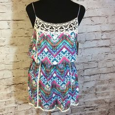 SZ M PRECIOUS SHORTS ROMPER Beautiful bold print and vibrant colors with lace detail. Adjustable straps. Super cute. JUNIOR SIZING Shorts