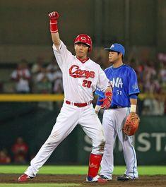 広島新井が4番の仕事 ガッツポーズの適時二塁打 - 野球 : 日刊スポーツ