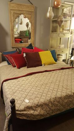Colorful bedroom from Vivaraise Bedroom Colors, Home Textile, Projects To Try, Bedrooms, Textiles, Colorful, Furniture, Home Decor, Interior Design