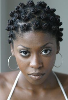 One of my go-to styles!  Bantu knots.  Hers are gorgeous! bantu knots | bantu knots9