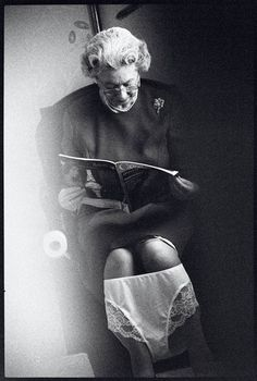 From Raffaella De Chirico, Alison Jackson, Queen on the loo Photographic C Type Archival Print. Toilet Art, William Hogarth, Nordic Lights, Elisabeth Ii, Paparazzi Photos, Celebrity Photography, Cultura Pop, Vintage Photos, Photo Art
